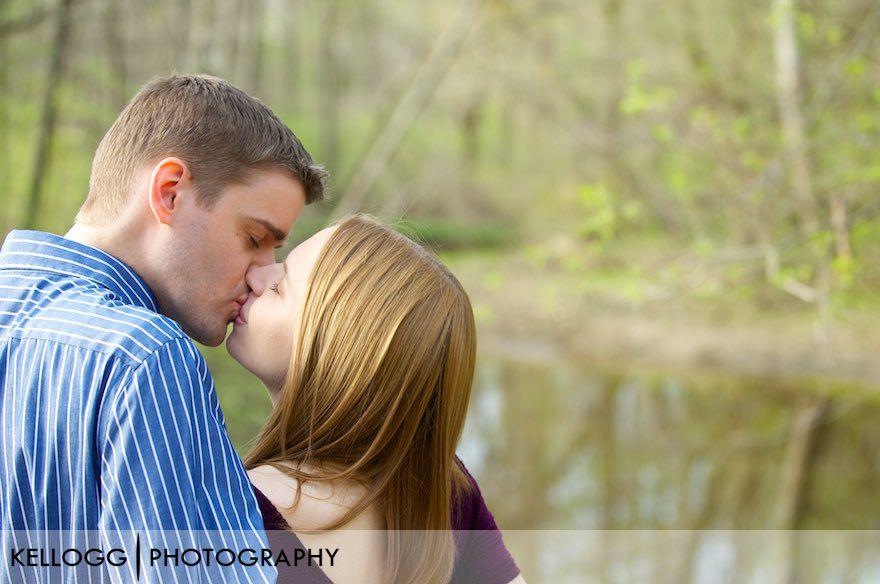 Columbus-Ohio-Engagement-Photos-10.jpg
