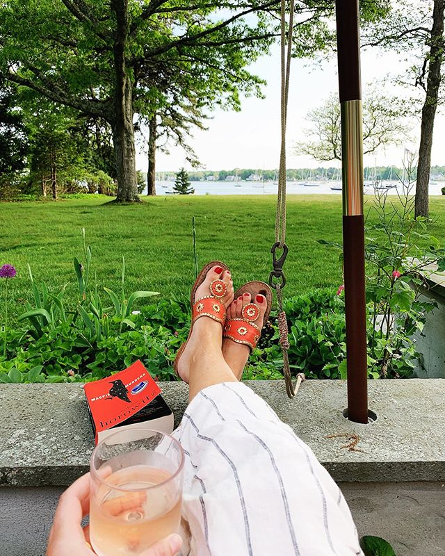 Unwinding from a long (short) week with a good book, an even better view, and a glass of rosé. How do you unwind? 📖 🍷 🐶 😊 . . . . #lucieeats #foodwinewomen #foodlovers #imsomartha #eastcoastfoodies #foodie #foodiegram  #newengland #southcoast #buzzardsbay #sippicanharbor #goodbooks #goodwine #roseallday #bookrecommendations #magpiemurders #unwind #relax