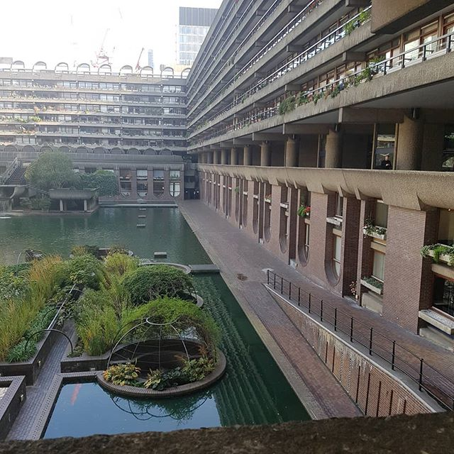 I know nothing about them but the apartments at the Barbican must be some of the most beguiling property in London.  Been fascinated with them since I used to sneak over when I worked in the City to plan workshops. And nap.