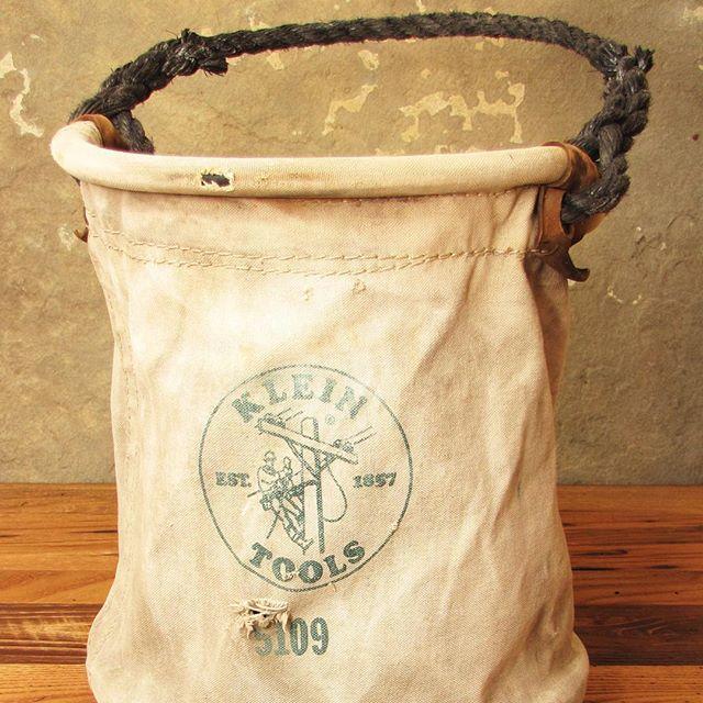 #toolbag #etsyshop #klein #firewoodstorage #vintagebag #buyfolk #etsy #dstexture #toolstorage #cabindecor #shopsmall