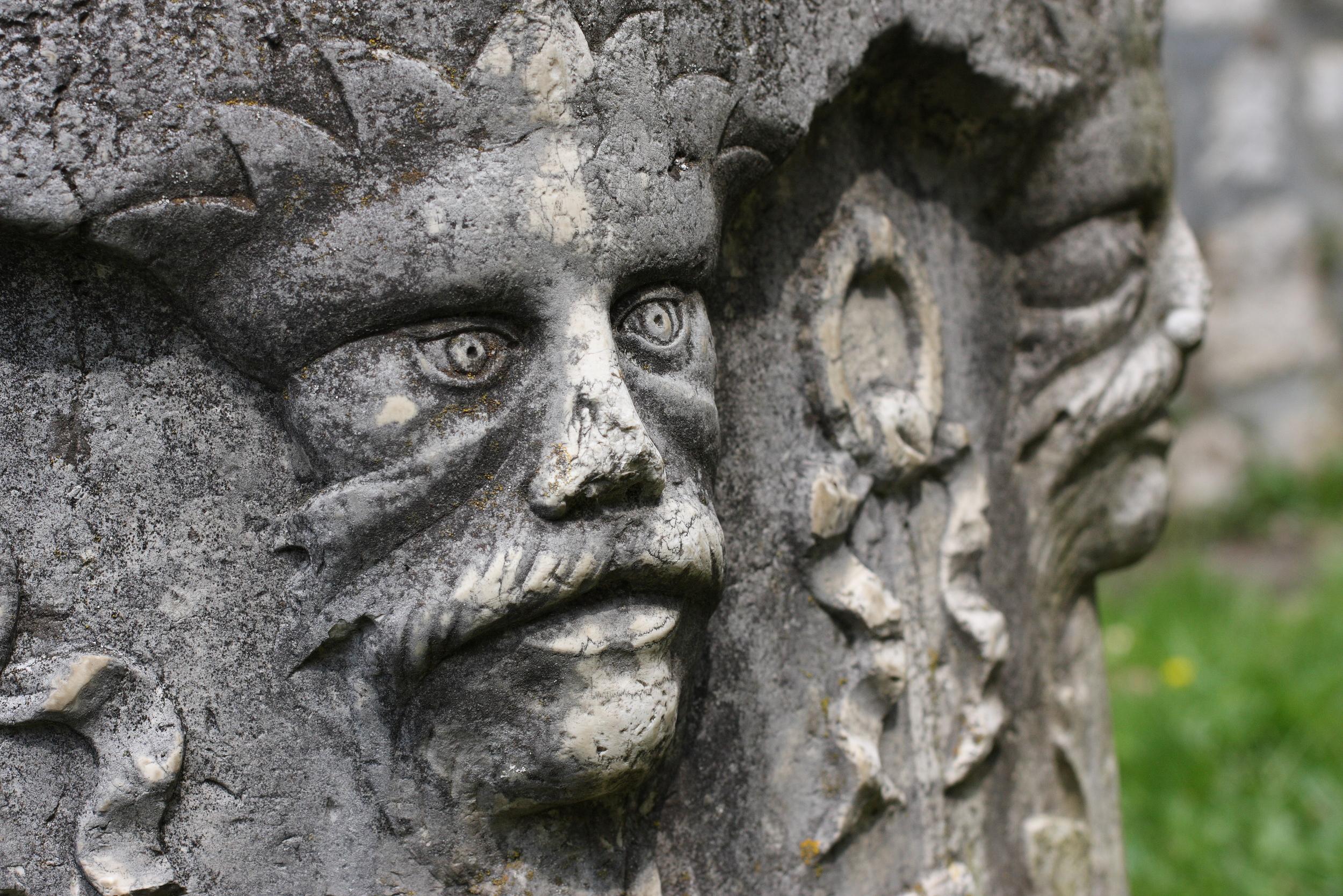 Bran_Castle,_Romania_(5681216495).jpg