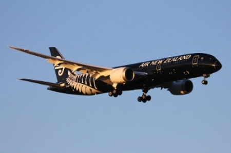 Air_New_Zealand_Boeing_787-9_Dreamliner_landing_at_Perth_Airport.jpg