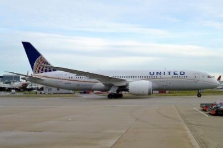 United_Airlines,_Boeing_787-8_Dreamliner,_N26906_-_LHR.jpg