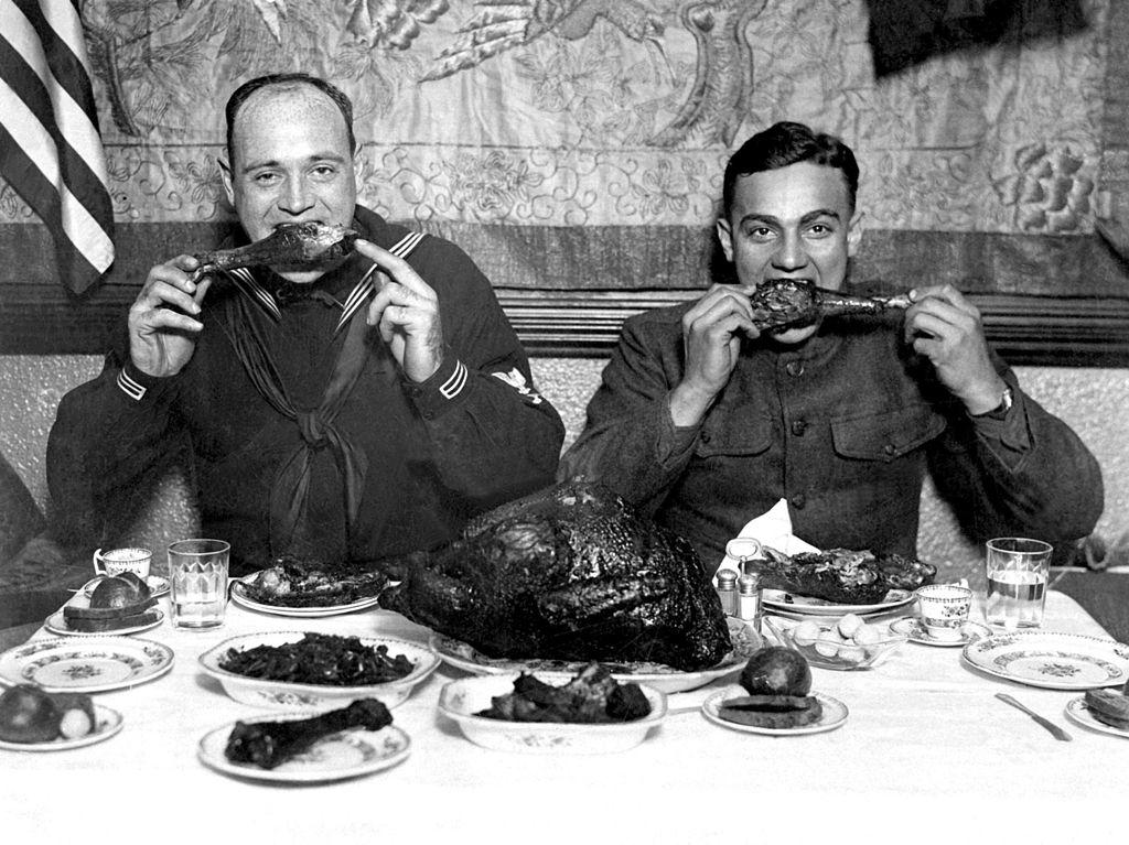 Servicemen eating a Thanksgiving dinner after the end of World War I (1918)