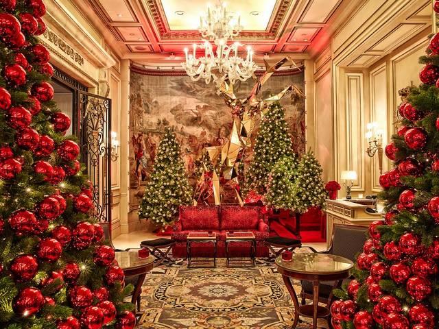 hristmas-Decoration-at-Four-Seasons-Hotel-George-V-Paris-France.jpg