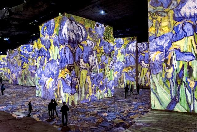3Atelier-des-Lumières-Van-Gogh-Exhibition-Released-.jpg