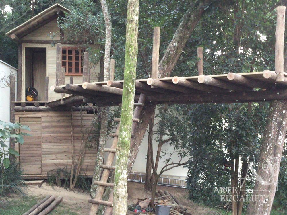 Estrutura passarela em troncos de Eucalipto e deck