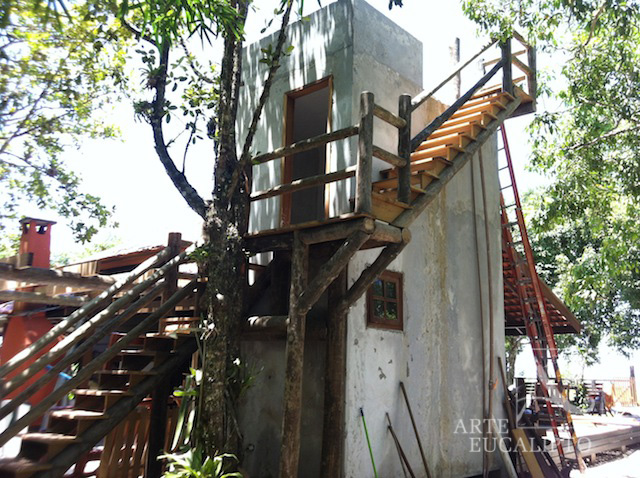 Escada em troncos de Eucalipto Autoclavado , Ilha das Peças  - Pr