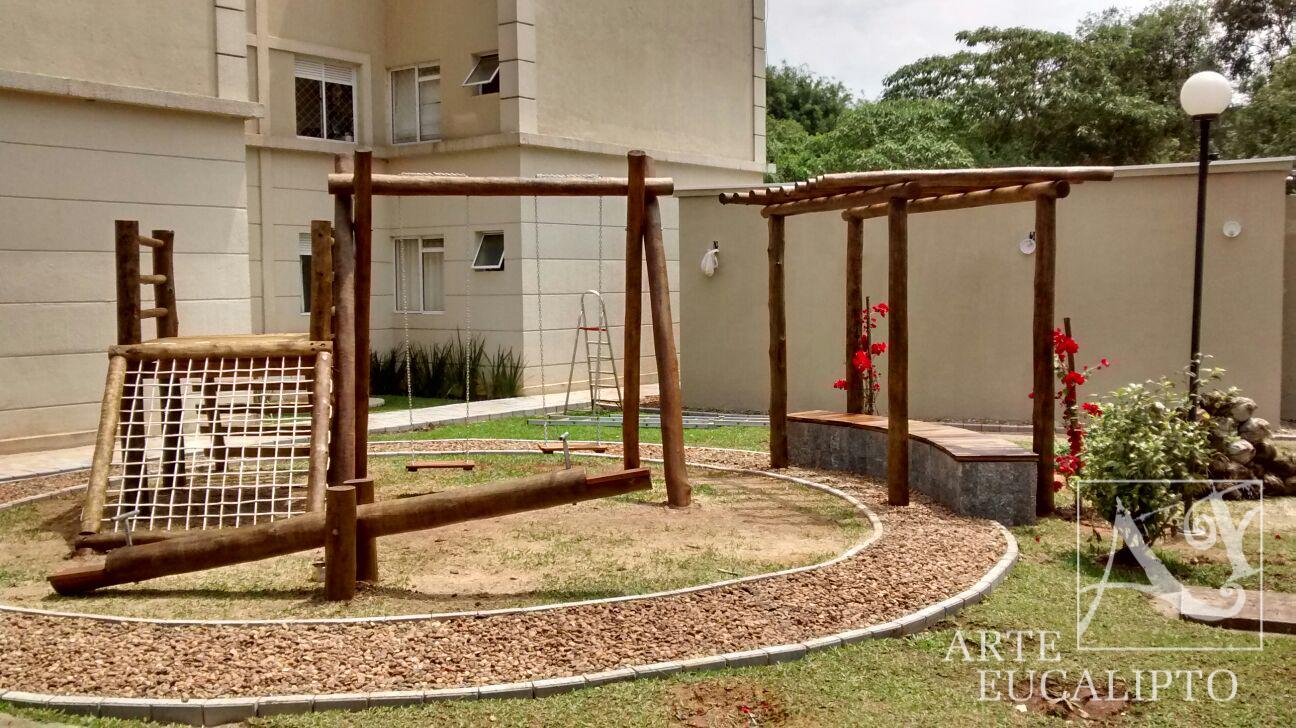Playground em troncos de eucalipto Autoclavado espécie Citriodora em Santa Felicidade - Pr