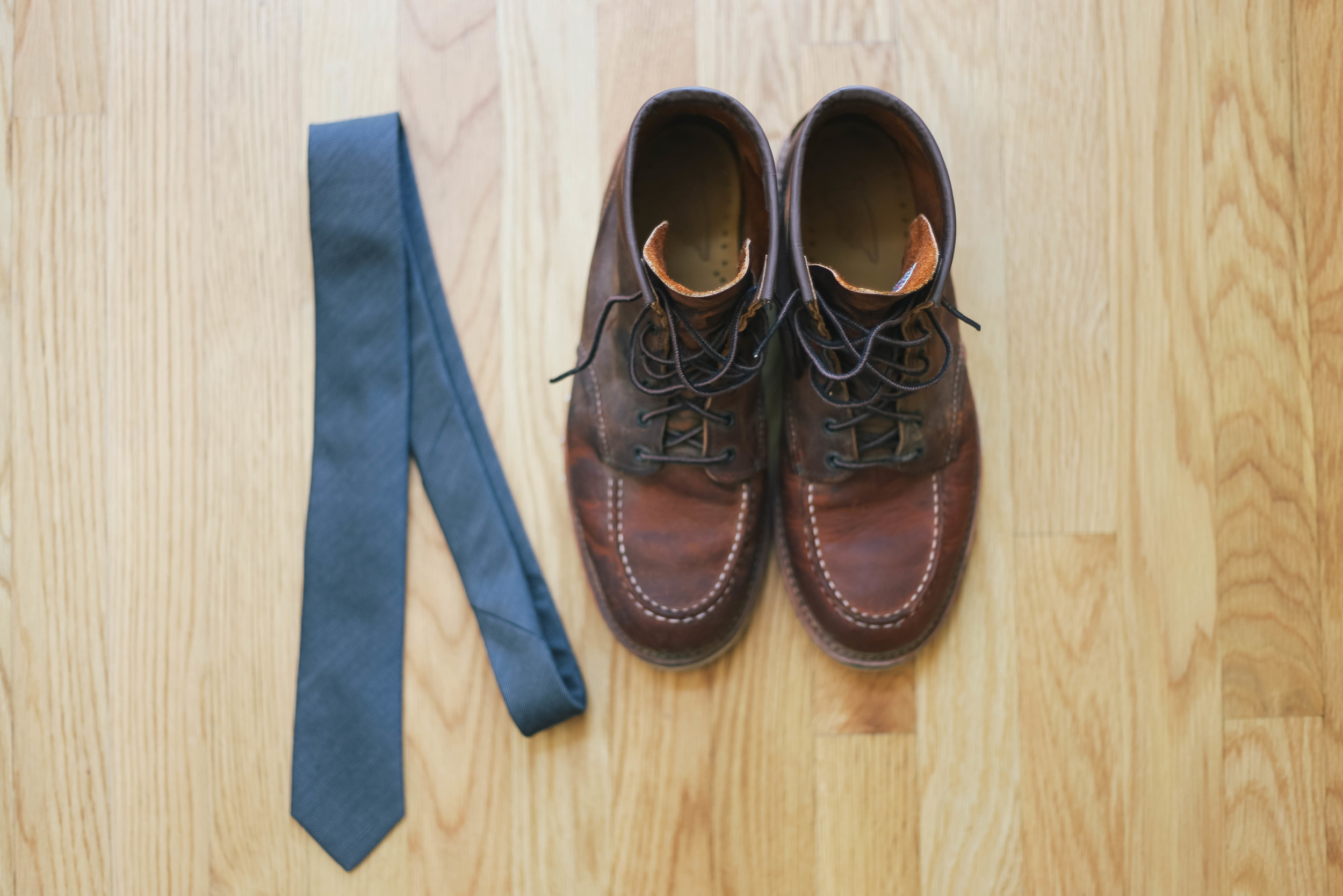 sonoma-county-wedding-photographer-details-backyard-shoes-tie-groom