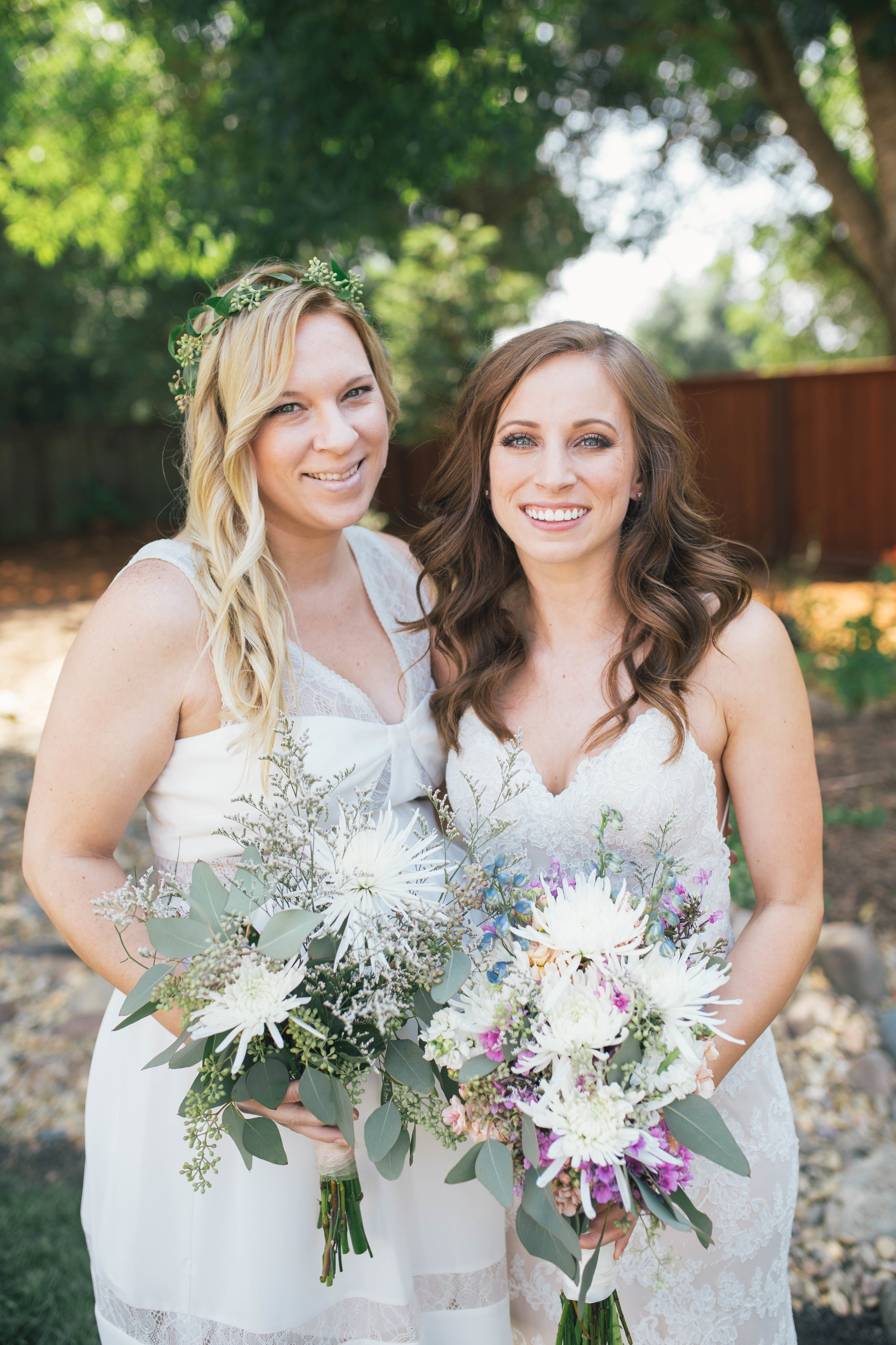 sonoma-county-wedding-photographer-backyard-bride-bridesmaids-flower-crown