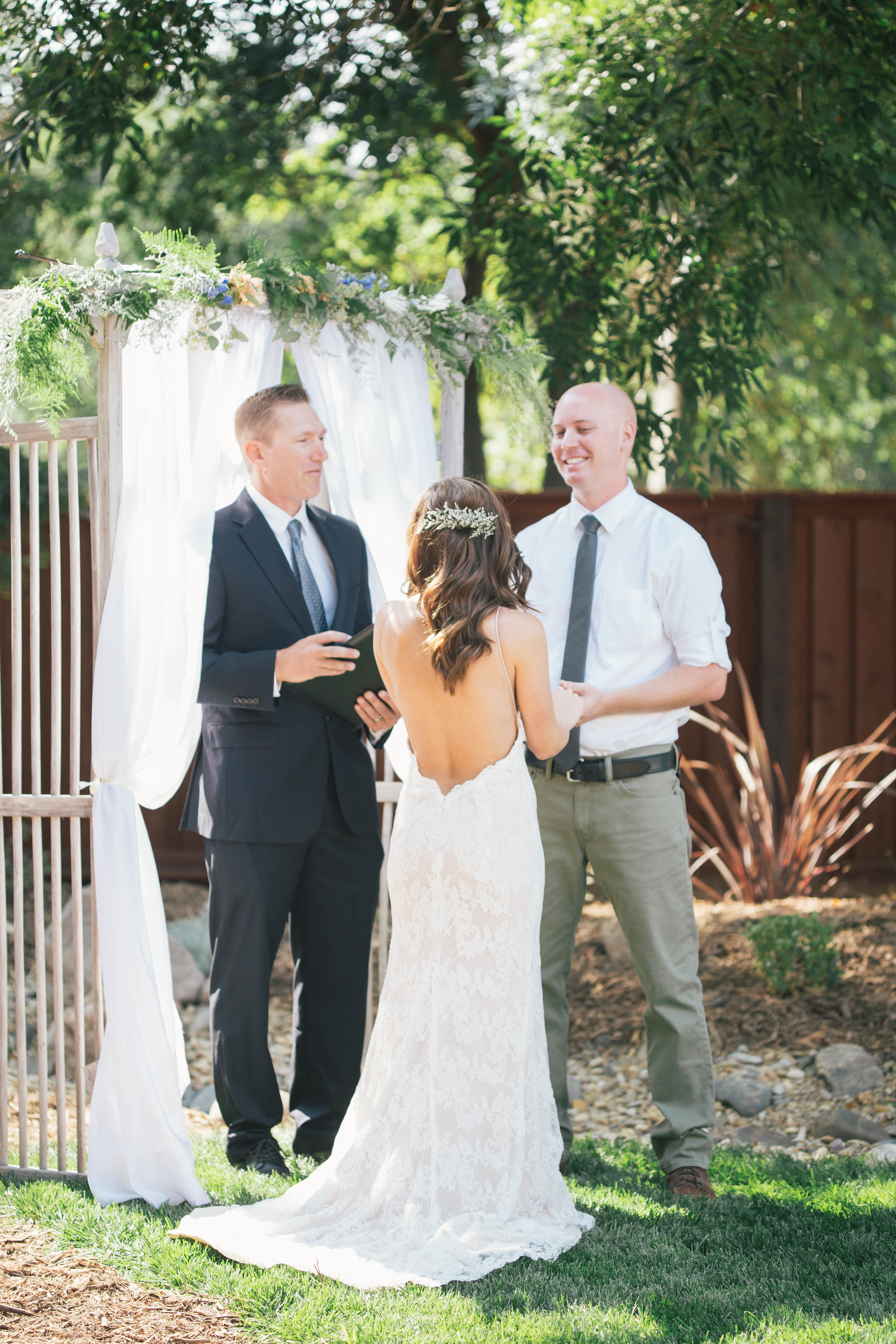 sonoma-county-wedding-photographer-backyard-ceremony