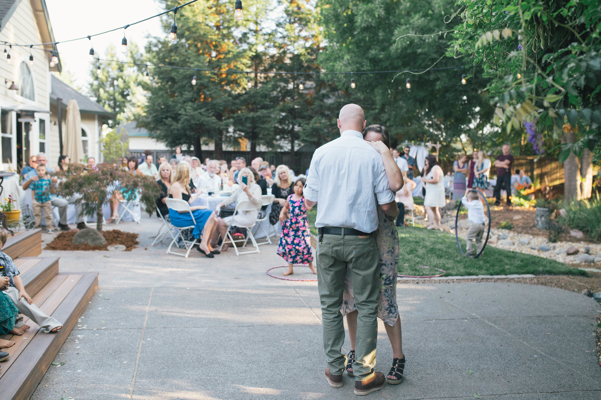 sonoma-county-wedding-photographer-backyard-mother-son-dance