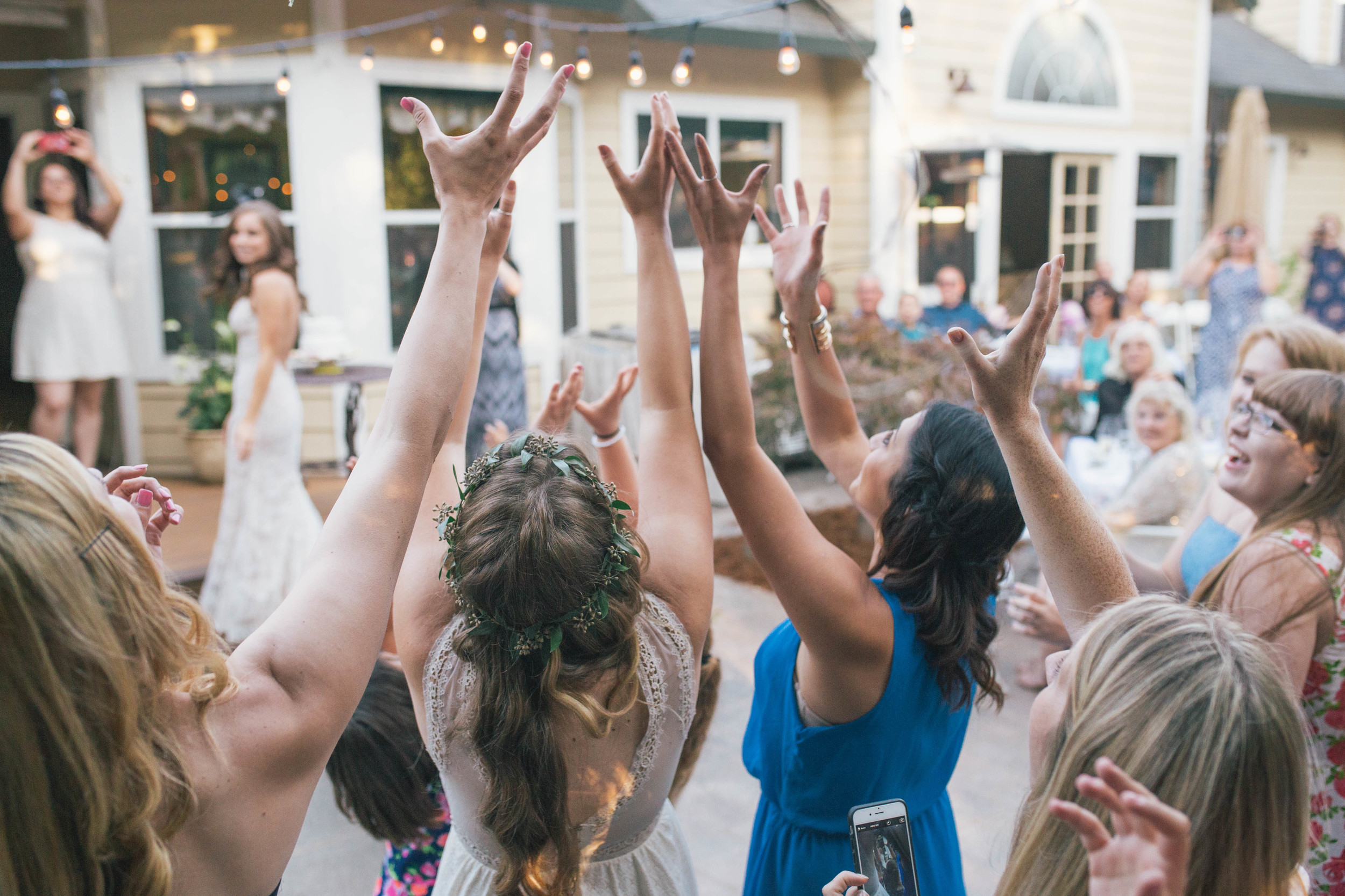 sonoma-county-wedding-photographer-backyard-bouquet-toss-bride
