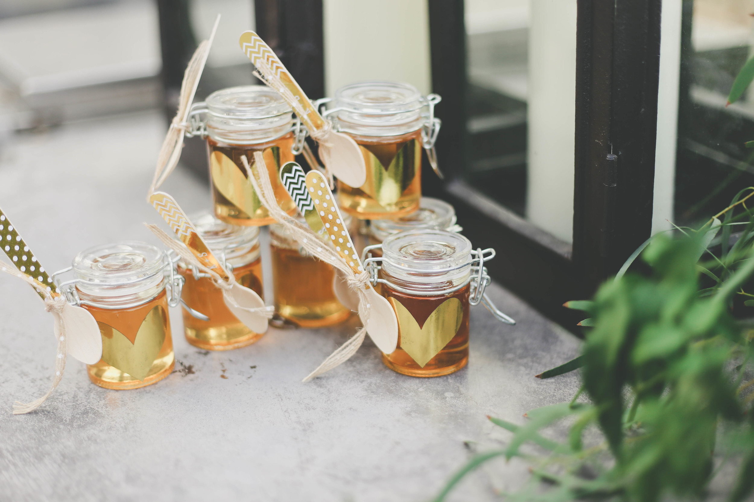 sonoma-county-healdsburg-wedding-photographer-details-favors-arista-winery