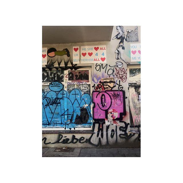 berlin 🖤 #streetart #graffiti #favecity