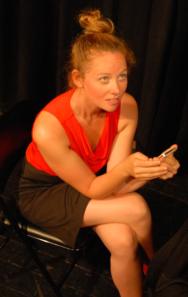 Anna Botsford as Mia