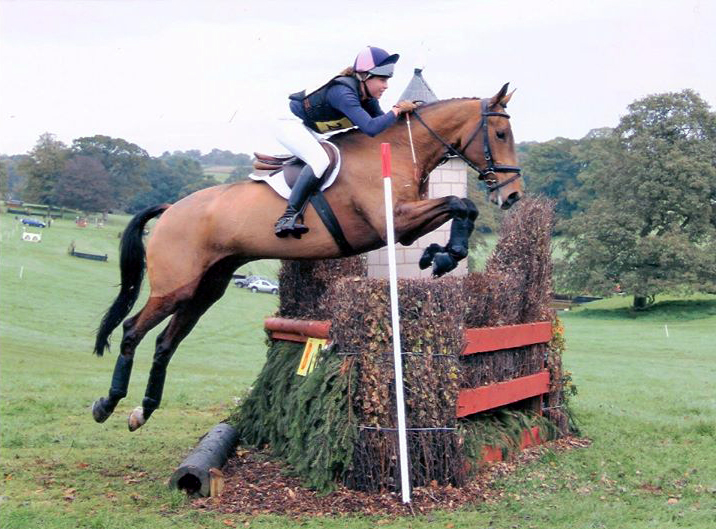 Júlia and Rupert contesting the novice at Aldon - 2012