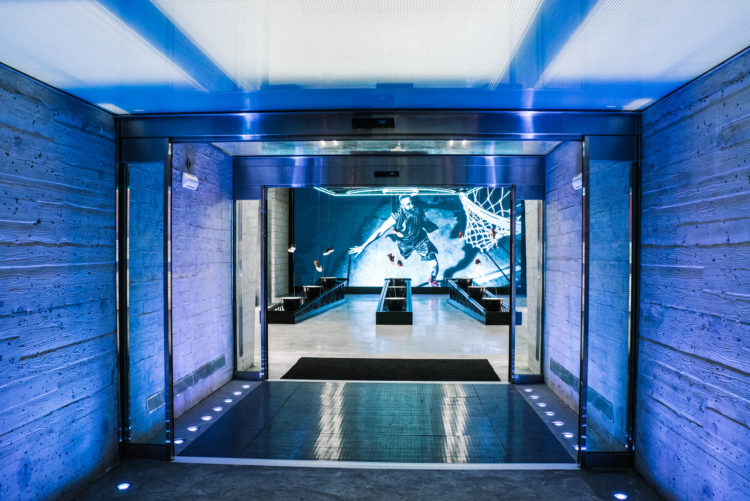 Stadium-Tunnel-Entrance-@-the-adidas-NYC-5th-Ave-Flagship-Store-750x501.jpg