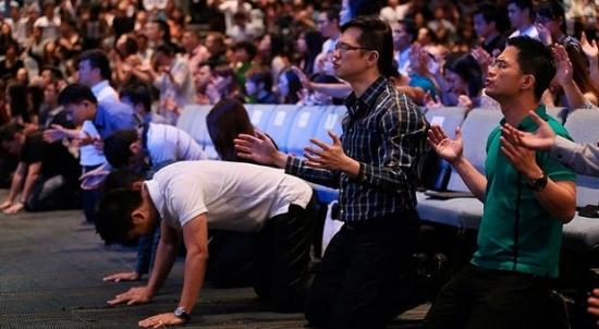 worshippers-City-Harvest-Singapore-Facebook.jpg