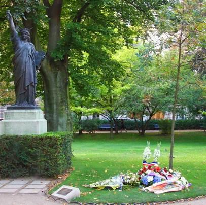 Luxembourg Gardens Memorial Oak Tree - Paris, France