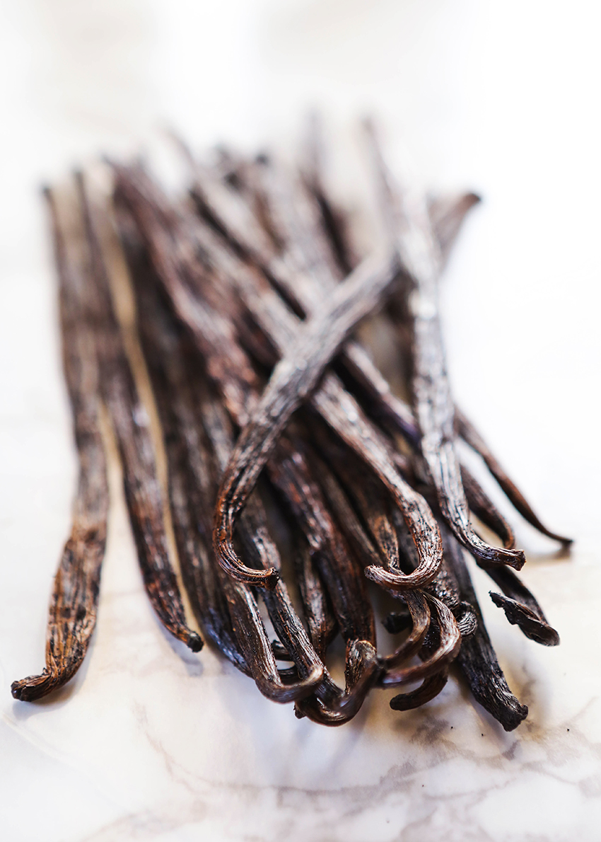 Vanilla beans sitting in a pile