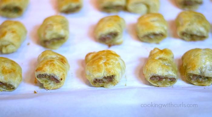 Sausage-Rolls-baked-cookingwithcurls.com_.jpg
