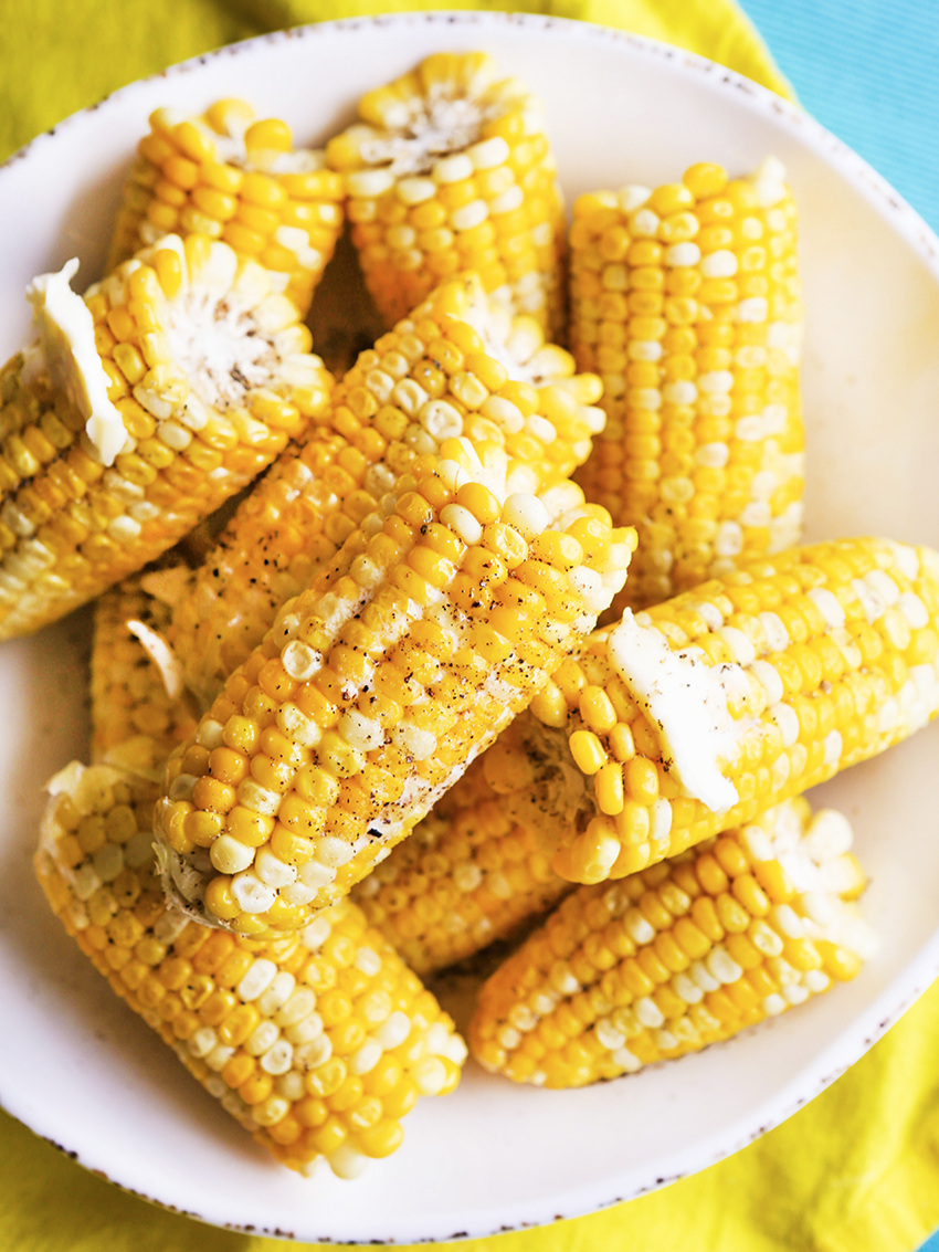 Looking down on a plate of corn on the cob