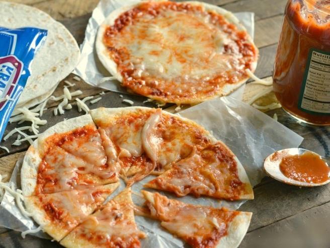 easy-tortilla-pizza-recipe-lifeloveliz.jpg