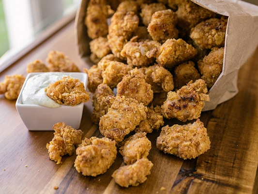 garlic-popcorn-chicken+-+thecozyapron.jpg