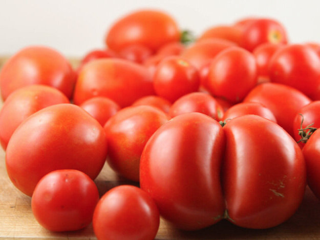 Huge pile of fresh tomatoes
