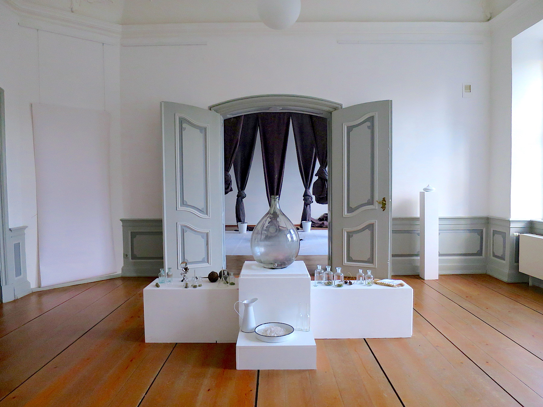 Altar of Imagination, Voices of Stones  Sculptural Installation and Olfactory Art  2014, Schloss Plüschow, Germany