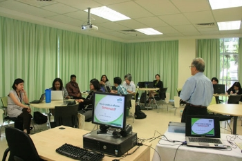 Prof Ho conducts the workshop.