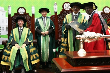Tun Dzaiddin confers the Honorary Degree on Dr Devaraj.