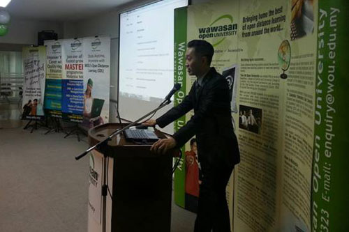 Klang Valley Regional Operations Director Adrian Siew welcomes the freshmen.