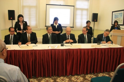 (seated from right) Prof Ho, Dr Koh, Dr Onishi, Prof Inoue, Dr Seah and Dato' Seri Stephen.