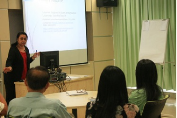 Dr Kuldip conducts the workshop