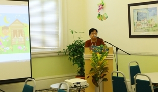 Pn Kamsiah gives her welcoming speech.