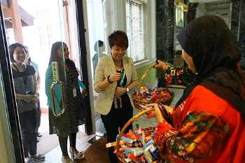Guests greeting with gifts.