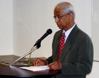WOU Vice Chancellor Tan Sri Emeritus Prof Gajaraj Dhanarajan speaks at the orienation in KLRO.