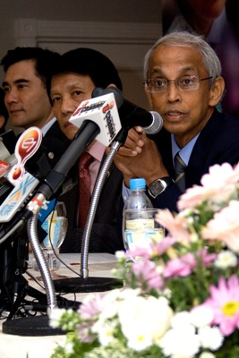 WOU Vice ChancellorTan Sri Emeritus Prof Gajaraj Dhanarajan gives a welcoming speech.