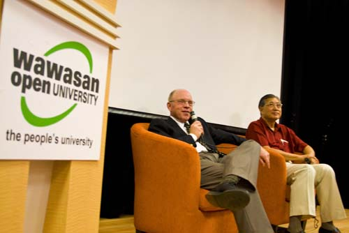 Prof Loomis responds to questions. At right Dato' Sharom Ahmat.