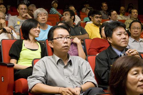 Jeff Ooi among the crowd.