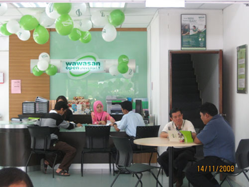 KBRO Director Azly Yong (2nd from right) at the Open Day.