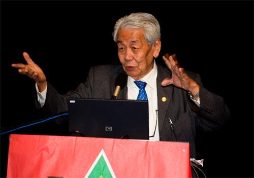 Soong presents his talk.