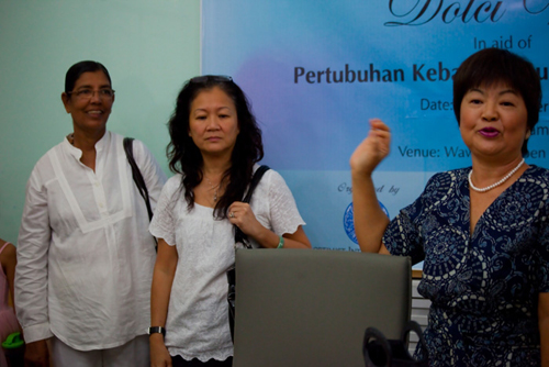 Puan Sri Sue with Kali (left) and Linda (centre).