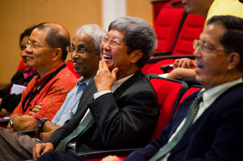 (From right) SBA Dean Prof Chee Kim Loy, WOU Acting Vice Chancellor Prof Wong Tat Meng, and Vice Chancellor Tan Sri Emeritus Prof Gajaraj Dhanarajan.