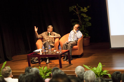 Dato' Lee Kah Choon (right) of investPenang chairs the talk by Andrew Sheng.