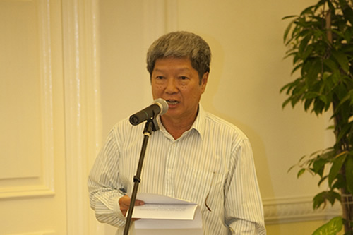 Prof Wong pays tribute to his predecessor.