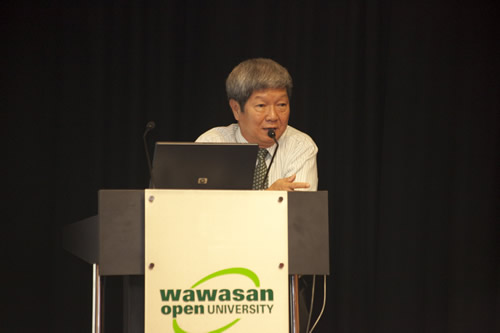 Prof Wong welcomes the tutors to the convention.